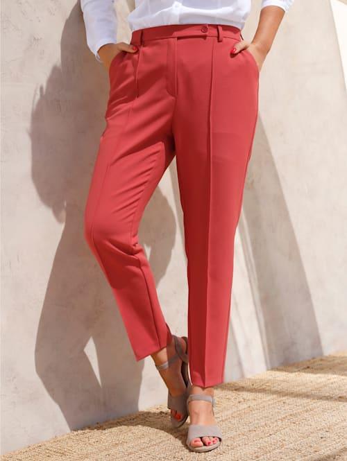 Kalhoty s klasickým designem se záhyby