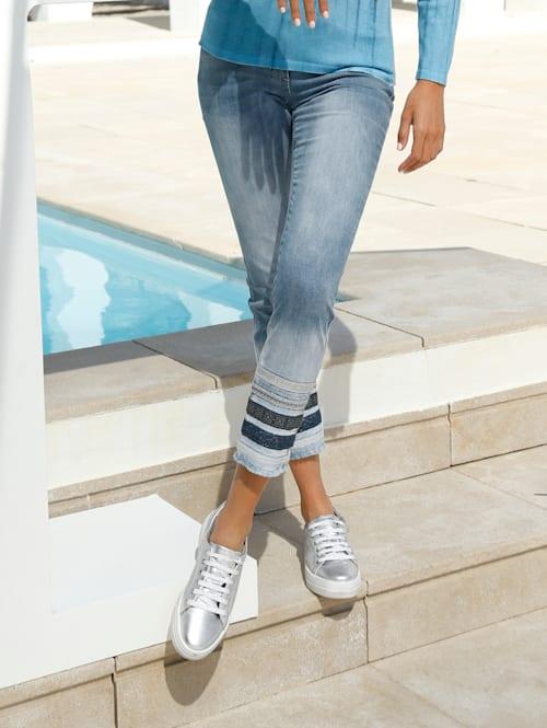 Jeans mit Streifen am Saum