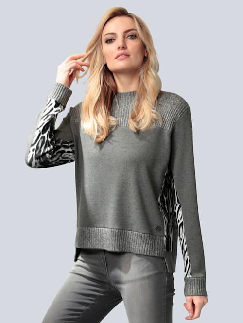 Pullover mit bedruckten Seiteneinsätzen