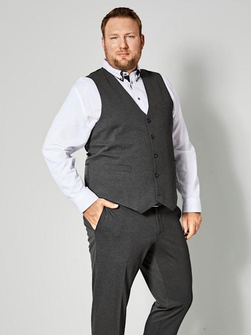 Väst med specialskärning – perfekt för män med mage