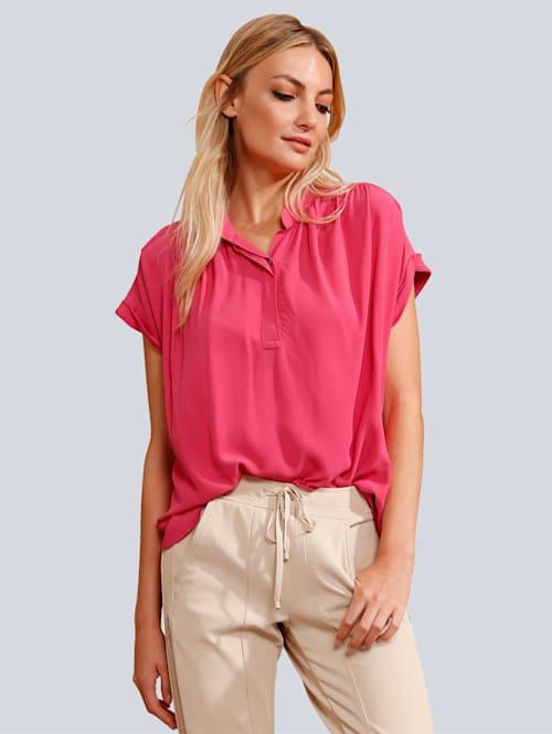 Bluse in modischer Farbe