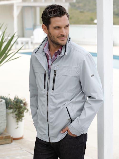 Jacke aus extrem leichter Qualität