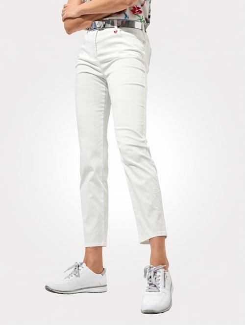 Jeans mit toniger Stickerei