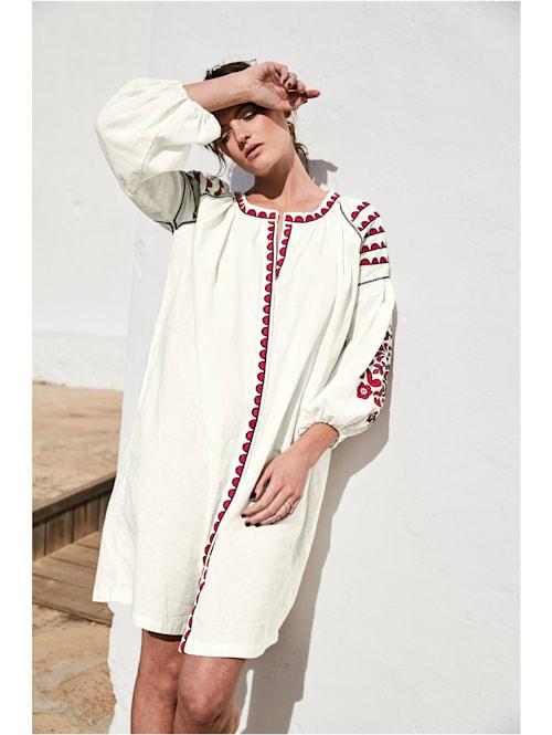 Kleid Mit Stickereien und Zackenlitze