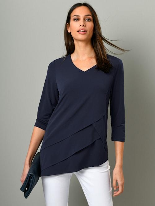 Shirt mit diagonalen Lagen im Vorderteil