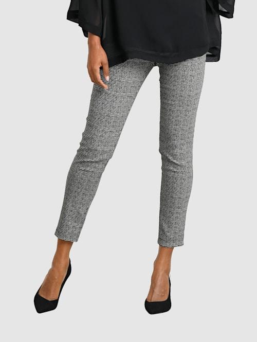 Kalhoty s grafickým vzorem