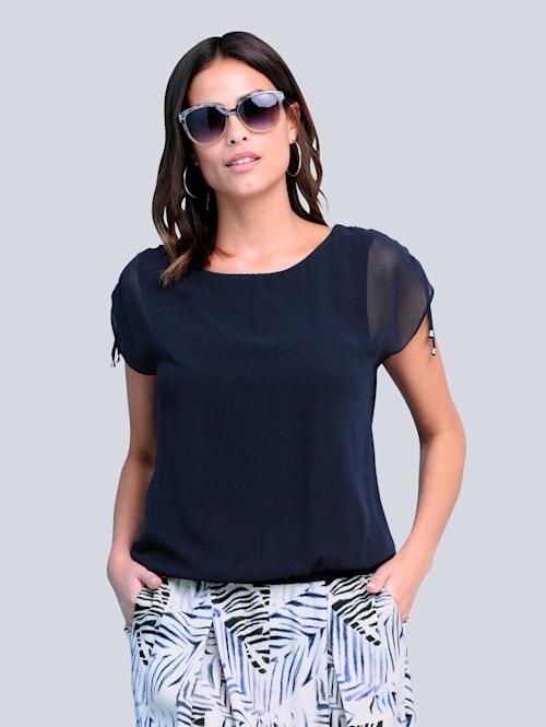Bluse in trendiger Optik