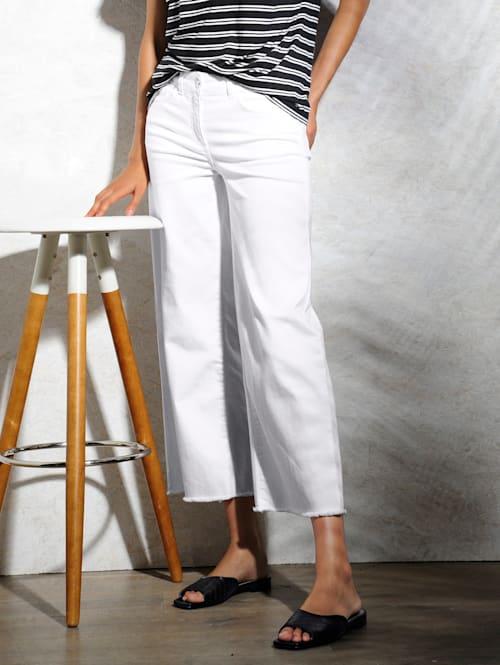 Jeans med vidare ben