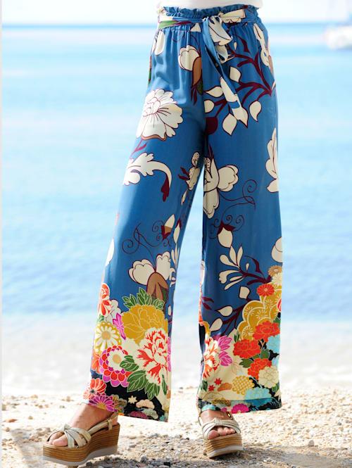 Strandhose mit Blumenbordüre