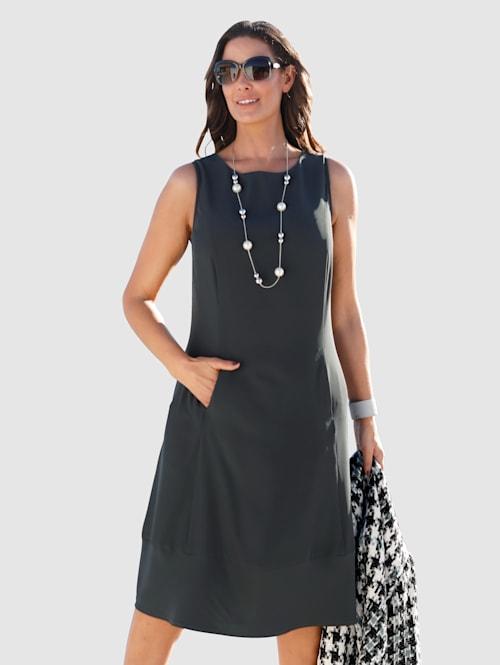 Pouzdrové šaty v mírně rozšířeném střihu