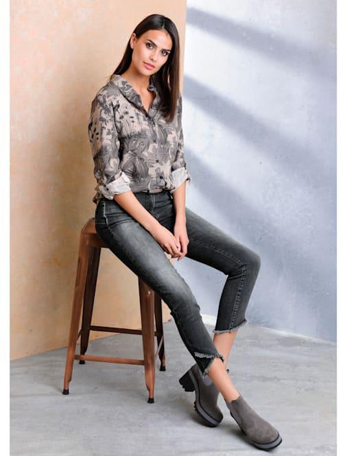 Jeans mit Fransenkanten am Saum