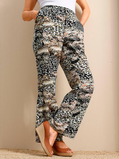 Hose mit modischem Animalprint