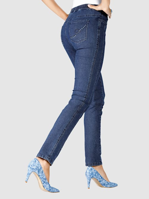 Jeans med stenar och broderi på bakfickorna