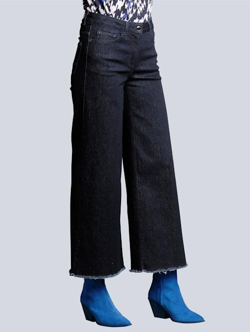 Jeans mit weiterem Beinverlauf