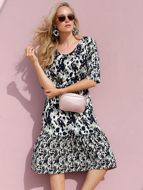 Šaty v módní midi délce