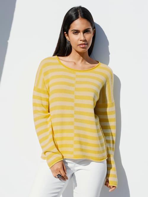 Pullover mit kleiner Stickerei im Nacken