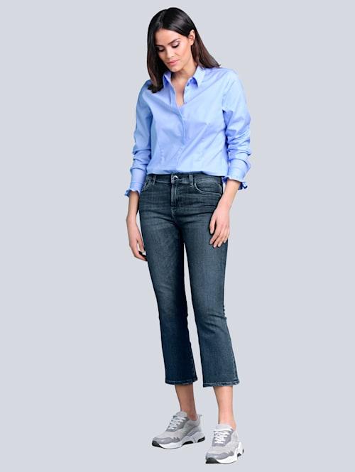 Jeans mit leicht ausgestelltem Bein