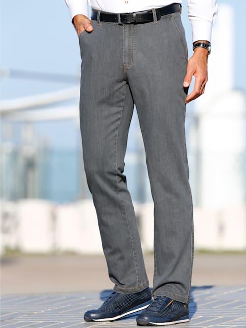 Jeans med slätt parti fram