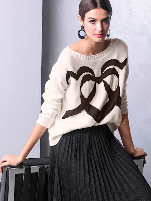 Pullover mit eingestricktem Herzmotiv im Vorderteil