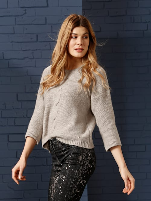 Pullover mit schönem Zopfmuster