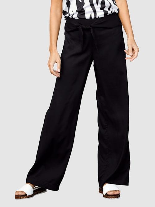 Pantalon avec lien à nouer