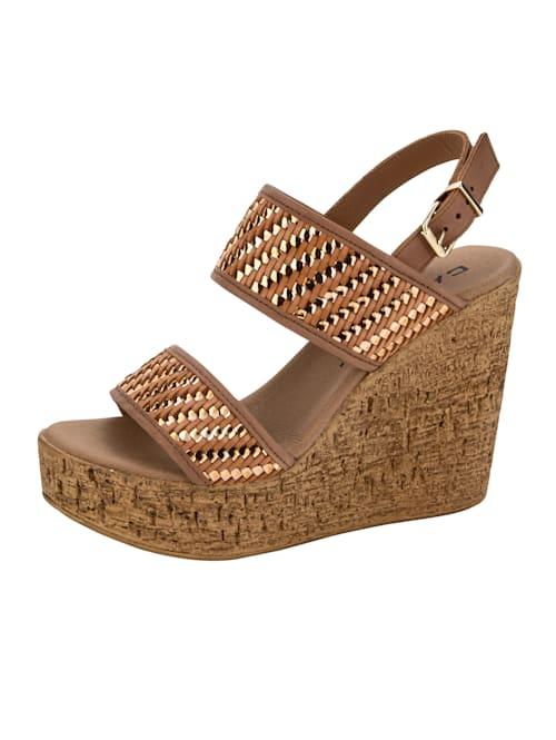 Sandaaltje met gevlochten banden
