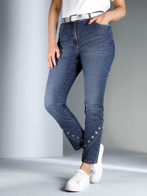Jeans mit dekorativen Ösen am Saum