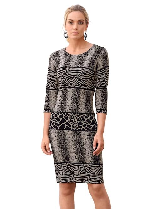 Pletené šaty se zvířecím vzorem