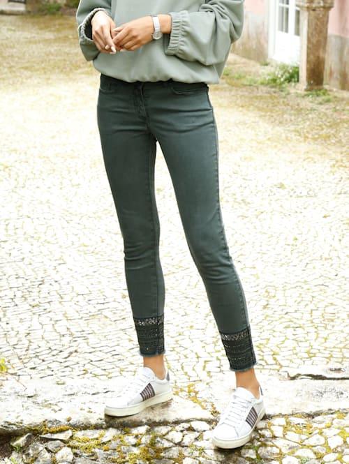 Jeans mit Pailletten-Verzierung am Saum