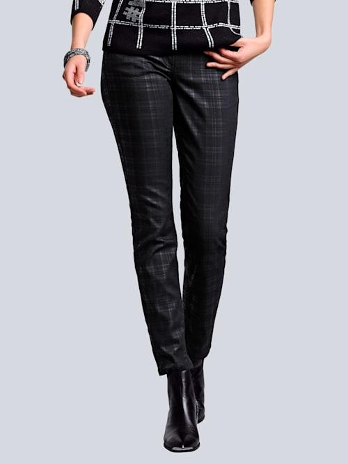 Jeans im Karodessin