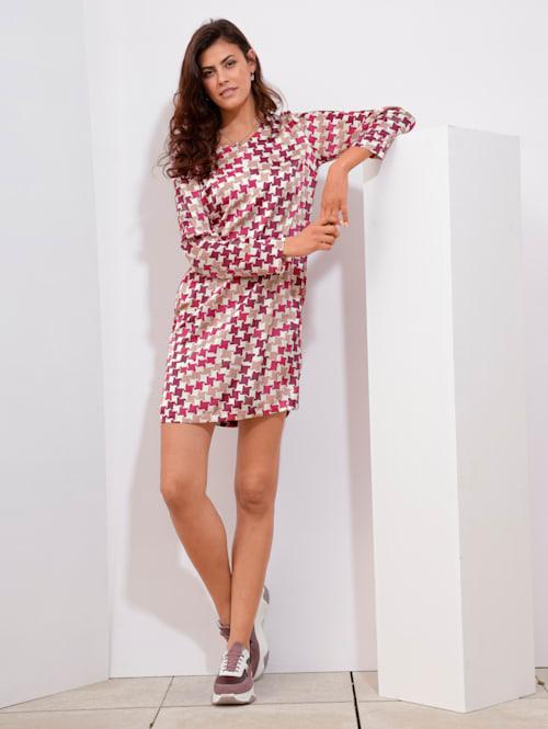 Šaty so vzorom kohútej stopy