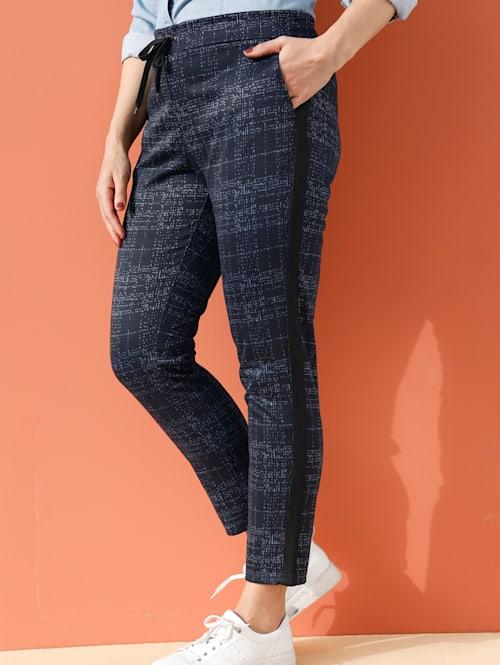 Nohavice s kontrastnou priadzou