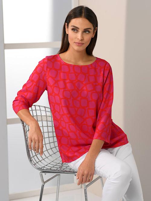 Blus i trendigt tryckt mönster