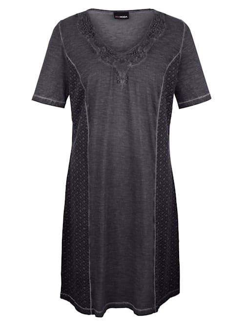 Kleid mit Spitze am Ausschnitt
