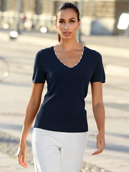 Pullover in kontrastfarbiger Verarbeitung