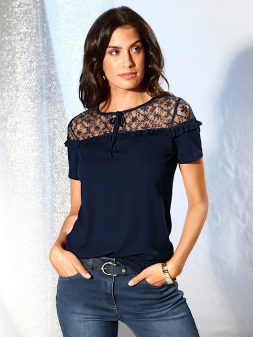 Shirt mit Spitzeneinsatz und Rüschen