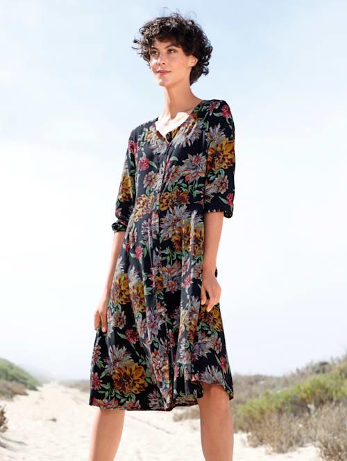 Kukkakuvioitu mekko