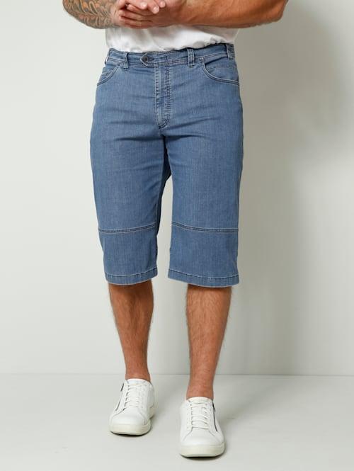 Jeansbermuda in Straight Fit model