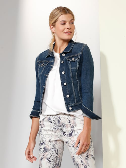 Jeansjacke in modischer Form