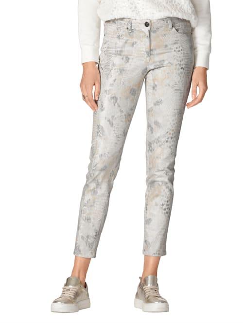 Jeans in modischem Animal-Print