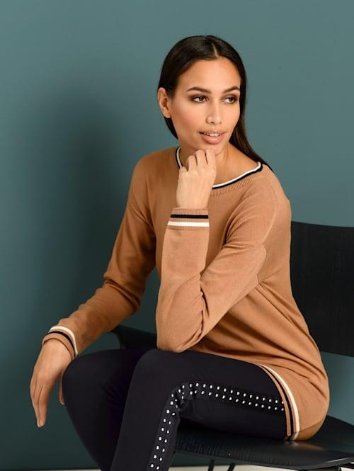 Pullover mit kontrastfarbiger Paspellierung