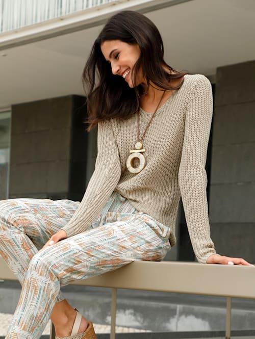 Pullover mit modischer Struktur im Vorderteil