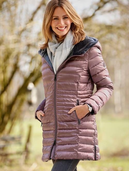 Péřová bunda s kapucí s kožešinou