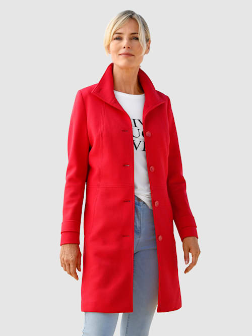 Kabát s vysokým stojatým golierom