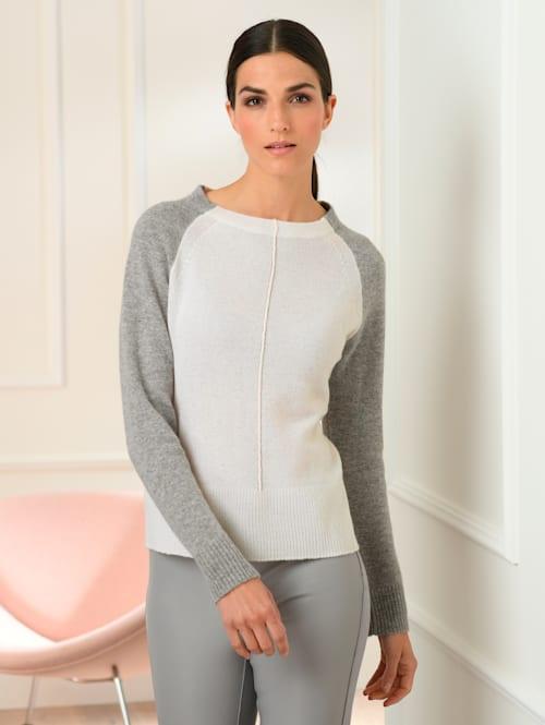 Pullover in sehr luftiger Strickart