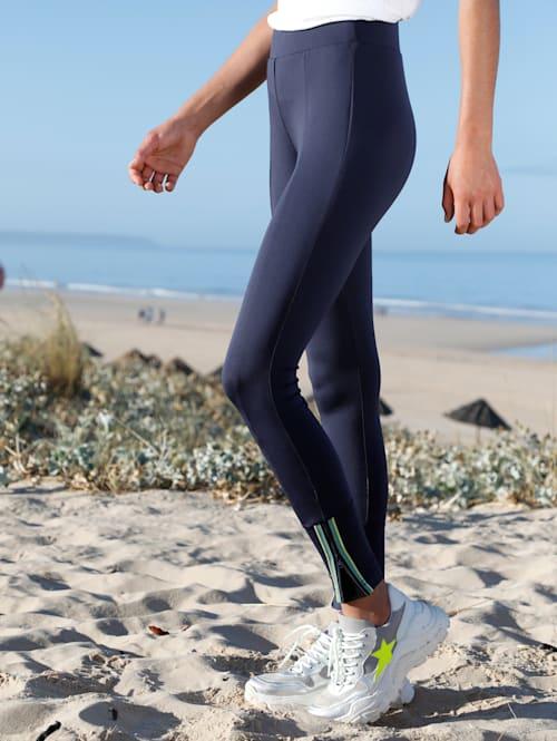 Nohavice s kontrastným zipsom