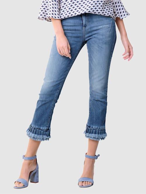 Jeans met modieuze volant aan de zoom