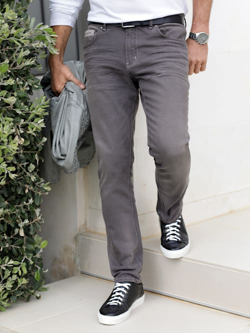 Jeans med trendiga detaljer