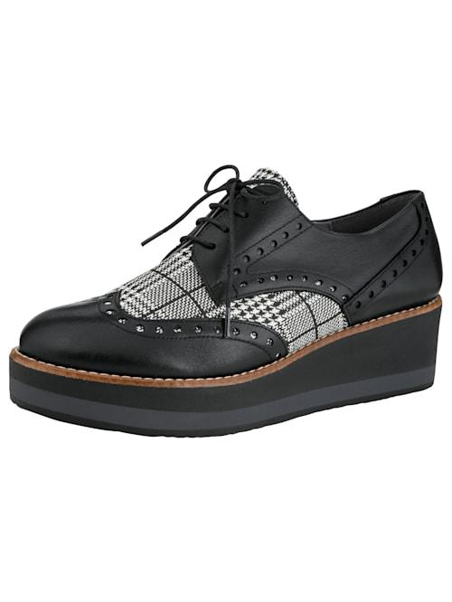 Šnurovacia obuv v klasickom a zároveň modernom dizajne