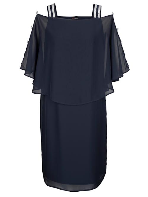 Kleid mit Glitzer und Cutoutdetails am Arm